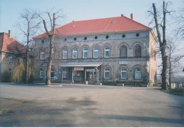 Vorderseite 1992 das neu gedeckte Dach (Biber)