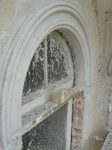 neuer Fensterkorbbogen aus Putz