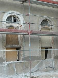 mit und ohne neuen geputzten Fensterkorbbogen