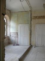 Abriss der  maroden Trennmauer zwischen ehemaligen Schwesternzimmer und Wartebereich im OG